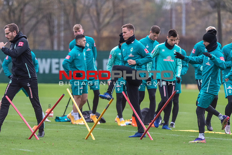 16.11.2020, Trainingsgelaende am wohninvest WESERSTADION - Platz 12, Bremen, GER, 1.FBL, Werder Bremen Training<br /> <br /> Niklas Moisander (Werder Bremen #18 Kapitaen)<br /> Kevin Möhwald / Moehwald (Werder Bremen #06)<br /> Julian Rieckmann (Werder Bremen II #33)<br /> Leonardo Bittencourt  (Werder Bremen #10)<br /> Ilia Gruev (Werder Bremen #28)<br /> Christian Groß / Gross (Werder Bremen #36)<br /> <br /> <br /> <br /> Foto © nordphoto / Kokenge *** Local Caption ***