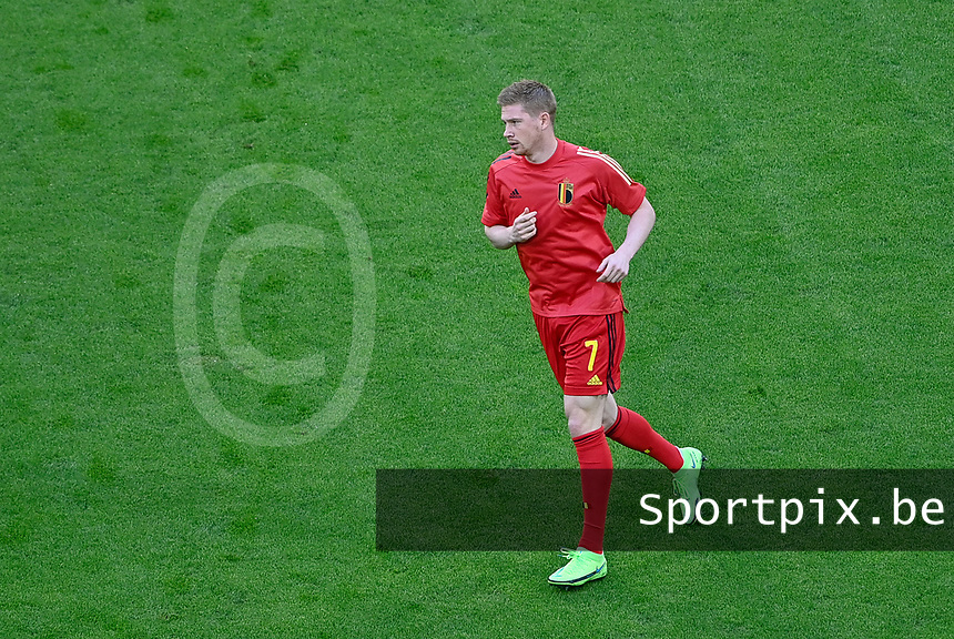 Belgian midfielder Kevin De Bruyne (7) pictured during warming up of a soccer game during the quarter final Euro 2020 European Championship between the Belgian national soccer team Red Devils and Italy , called the Azzurri , on friday 2 nd of July 2021  in the Allianz Arena in Munchen , Germany . PHOTO SPORTPIX | SPP | DAVID CATRY