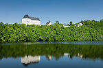 Germany; Free State of Thuringia, Burgk: former castle Burgk above Burgkhammer reservoir | Deutschland, Thueringen, Burgk: Schloss Burgk ueber der Talsperre Burgkhammer im thueringischen Vogtland