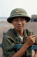 Soldat bei Ninh Binh, Vietnam