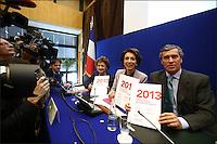 MARISOL TOURAINE, MINISTRE DES AFFAIRES SOCIALES ET DE LA SANTE ET JEROME CAHUZAC, MINISTRE DELEGUE CHARGE DU BUDGET - 9 JUILLET 2012 - PARIS - FRANCE - CONFERENCE DE PRESSE DE PRESENTATION DU PROJET DE LOI DE FINANCEMENT DE LA SECURITE SOCIALE ( PLFSS 2013 ) AU MINISTERE DE L'ECONOMIE ET DES FINANCES DE BERCY