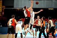 31-03-2021: Basketbal: Donar Groningen v ZZ Feyenoord: Groningen , tipoff met Donar speler Willem Brandwijk en Feyenoord speler Jeroen van der List
