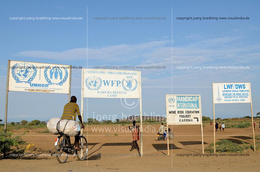 KENIA Fluechtlingslager Kakuma in der Turkana Region , hier werden ca. 80.000 Fluechtlinge aus Somalia Sudan Aethiopien u.a. vom WFP UNHCR versorgt / KENYA Turkana Region, refugee camp Kakuma, where 80.000 refugees from Somali, Ethiopia, South Sudan receive shelter and food from UNHCR