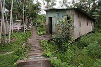 Palafitas as margens do rio Guamá próximo ao rio Aurá.<br /> Belém, Pará, Brasil<br /> Foto Paulo Santos<br /> 19/03/2013
