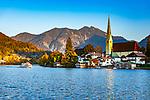 Deutschland, Bayern, Tegernseer Tal, Tegernsee, Rottach-Egern: Malerwinkl mit Pfarrkirche | Germany, Bavaria, Upper Bavaria, Tegernsee Valley, Rottach-Egern at Lake Tegern: with parish church