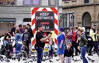 Nederland - Amsterdam -  2020. De Dam. Elektronisch bord: Keep Distance.  Foto : ANP/ Hollandse Hoogte / Berlinda van Dam
