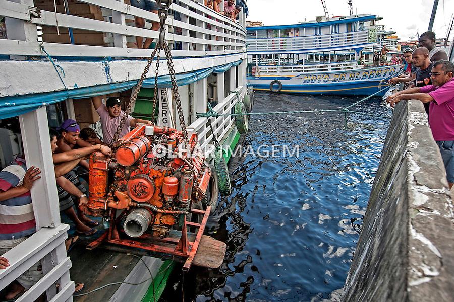 Cargas em barcos no porto de Manaus. Amazonas. 2015. Foto de Ubirajara Machado.