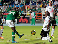 Cali - COLOMBIA -08-02-2014: Carlos Rivas (Der.) jugador del Deportivo Cali disputa el balón con Fausto Obeso (Izq.) jugador del Once Caldas durante partido de la cuarta fecha de la Liga Postobon I 2014, jugado en en el estadio Pascual Guerrero de la ciudad de Cali. / Carlos Rivas (R)  player of Deportivo Cali fights for the ball with Fausto Obeso (L) player of Once Caldas during a match for the fourth date of the Liga Postobon I 2014 2014 at the Pascual Guerrero stadium in Cali city. Photo: VizzorImage  / Juan C Quintero/ Str.