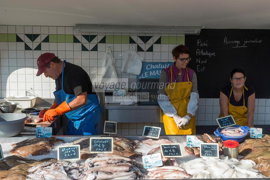 France, Pas-de-Calais (62), Côte d'Opale, Etaples:   Etal des pêcheurs sur le port // France, Pas de Calais, Opal coast, Etaples: Stall fishermen harbor