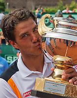 14-07-13, Netherlands, Scheveningen,  Mets, Tennis, Sport1 Open, day seven final, Jesse Huta Galung (NED) wins and kisses the trophy<br /> <br /> <br /> Photo: Henk Koster