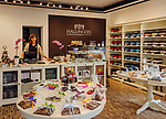Deutschland, Bayern, Mittel-Schwaben, Unterallgaeu, Bad Woerishofen: Verkaufsraum der Hallingers Schokoladen-Manufaktur