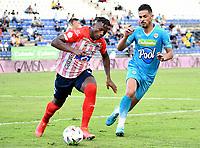 MONTERIA - COLOMBIA, 15-08-2021: Yulian Anchico de Jaguares de Cordoba F.C. y Dany Rosero de Atletico Junior disputan el balón durante partido entre Jaguares de Cordoba F. C. y Atletico Junior de la fecha 5 por la Liga BetPlay DIMAYOR I 2021, en el estadio Jaraguay de Monteria de la ciudad de Monteria. / Yulian Anchico of Jaguares de Cordoba F.C. and Dany Rosero of Atletico Junior vie for the ball during a match between Jaguares de Cordoba F. C. and Atletico Junior, of the 5th date for the Betplay DIMAYOR I 2021 League at Jaraguay de Monteria Stadium in Monteria city. / Photo: VizzorImage / Andres Lopez / Cont.