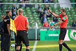 19.09.2020, wohninvest Weserstadion, Bremen, GER,  SV Werder Bremen vs Hertha BSC Berlin, <br /> <br /> <br />  im Bild<br /> <br /> Florian Kohfeldt (Trainer SV Werder Bremen)<br />     Gestik, Mimik, Emotionen in der Cochingzone am Spielfeldrand, <br /> <br /> gelbe Karte durch Sascha Stegemann (Schiedsrichter / Referee)<br /> <br /> Foto © nordphoto / Kokenge<br /> <br /> DFL regulations prohibit any use of photographs as image sequences and/or quasi-video.