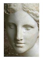 Francia - Parigi - museo del  Louvre - Testa di Afrodite detta testa Kaufmann - II sec aC - marmo