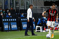 Calcio, Serie A: Inter Milano - AC Milan , Giuseppe Meazza (San Siro) stadium, in Milan, October 17, 2020.<br /> Inter's coach Antonio Conte speaks to his players during the Italian Serie A football match between Inter and Milan at Giuseppe Meazza (San Siro) stadium, October 17,  2020.<br /> UPDATE IMAGES PRESS/Isabella Bonotto