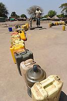 South Sudan Rumbek , waiting queue for drinking water at hand pump set  / Sued Sudan Rumbek , Kanister in Warteschlange an einer Handwasserpumpe