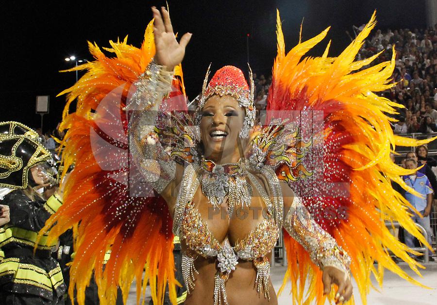 ÃO PAULO, SP, 05 DE MARÇO DE 2011 - CARNAVAL 2011 / ÁGUIA DE OURO - A rainha de Bateria Valeska Popozuda, da Águia de Ouro, durante o segundo dia dos desfiles das escolas do Grupo Especial de São Paulo, no Sambódromo do Anhembi, zona norte da capital paulista, na madrugada deste domingo. (FOTO: VANESSA CARVALHO/ NEWS FREE)