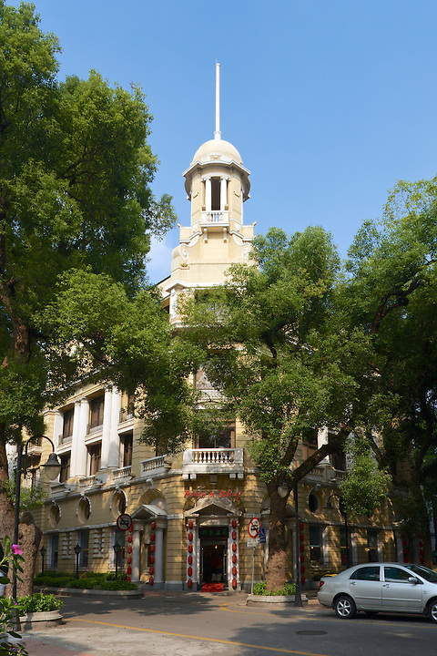 Office Building At 54 Main Street On Shamian (Shameen) Island, Guangzhou (Canton). Built In 1920. The Building Is Shown Here In Pale Yellow Paint. In 2010 This Was Cleaned Back To Reveal The Original Stonework.