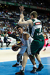 Basketball Real Madrid´s Ayon (L) and Zalgiris Kaunas´s Gudaitis during Euroleague basketball match in Madrid, Spain. October 17, 2014. (ALTERPHOTOS/Victor Blanco)