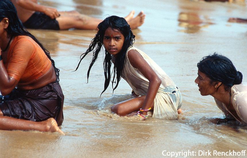 Indien, Calangute (Goa), Badegäste am Strand
