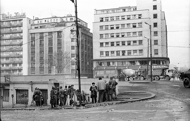 ROMANIA, Calea Victoriei, Bucharest, 23.12.1989<br /> People rise against Ceausescu. The dictator has fled the city on dec. 22. Soldiers taking cover from incoming fire, probably by Securitate and other interior troops. © Andrei Pandele / EST&OST