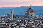 Italy, Tuscany, Florence: the Duomo at dawn from Piazza Michelangelo | Italien, Toskana, Florenz: Stadtansicht von der Piazza Michelangelo ueber die Altstadt in der Morgendaemmerung