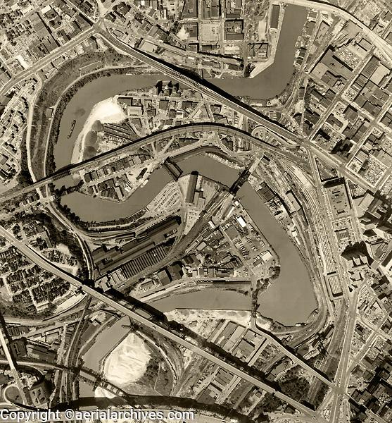 historical aerial photo map of Cleveland, Cuyahoga County, Ohio, 1970
