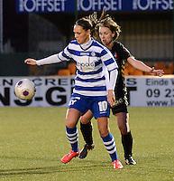 AA Gent - Telstar :<br /> <br /> Jassina Blom (L) schermt de bal af voor Karin Legemate (R)<br /> <br /> foto Dirk Vuylsteke / Nikonpro.be