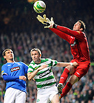 4TH MAT 2010, CELTIC V RANGERS, CELTIC PARK, GLASGOW, NEIL ALEXANDER CATCHES BALL OUT THE AIR AS ROBBIE KEANE GRAPPLES WITH HIM, ROB CASEY PHOTOGRAPHY.