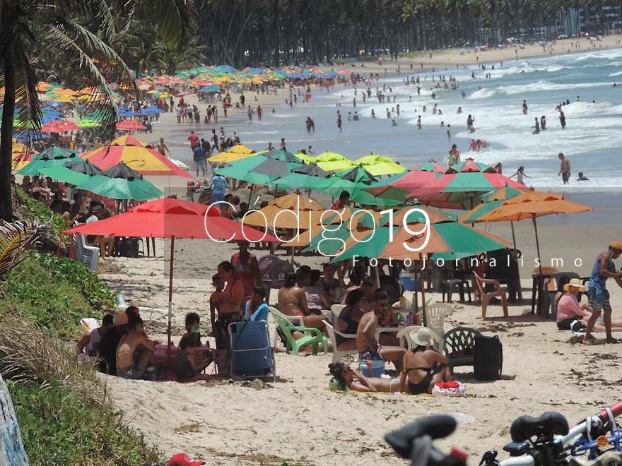 12/10/2021 - MOVIMENTO NA PRAIA DE CABO DE SANTO AGOSTINHO