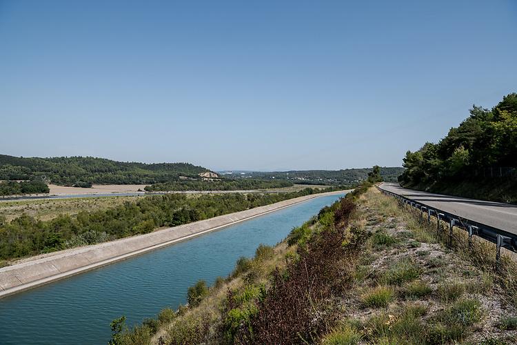 Canal de Provence et la Durance, en amont du pont de Mirabeau