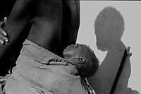 Mozambico, Africa, mamma con bambino,