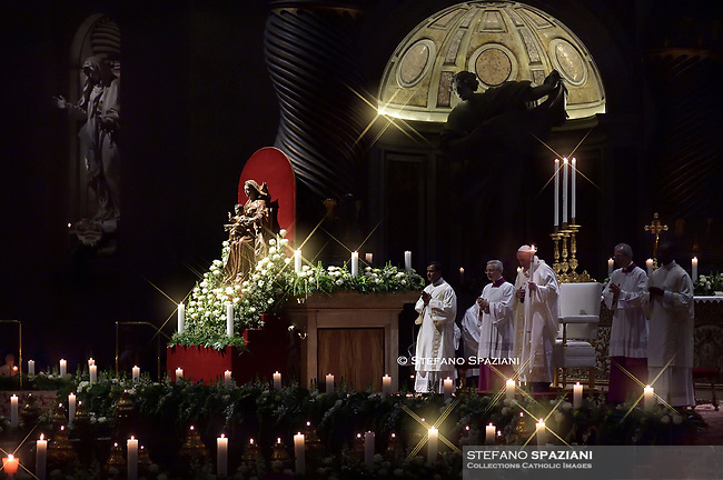 """Pope Francis """"feast of candles"""" during Holy Mass for the Solemnity of the presentation of Our Lord at St Peter's basilica at the Vatican. on Febraury 1, 2020"""