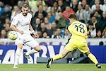 Real Madrid's Karim Benzema (l) and Villareal's Denis Suarez during La Liga match. April 20,2016. (ALTERPHOTOS/Acero)