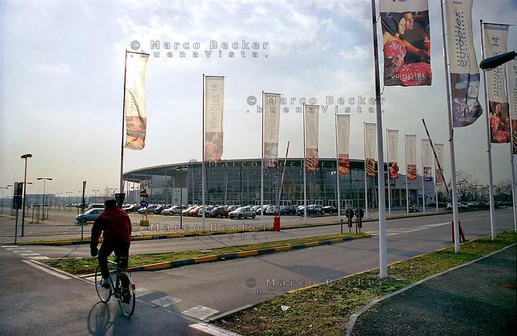Pioltello (Milano est), cinema multisala e centro commerciale europlex --- Pioltello (east of milan), multiplex cinema and commercial centre europlex