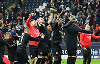 Spieler von Eintracht Frankfurt jubeln mit den Fans, Ante Rebic (Eintracht Frankfurt), Luka Jovic (Eintracht Frankfurt) - 11.11.2018: Eintracht Frankfurt vs. FC Schalke 04, Commerzbank Arena, DISCLAIMER: DFL regulations prohibit any use of photographs as image sequences and/or quasi-video.