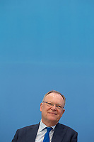 Die Ministerpraesidenten der Bundeslaender Baden Wuertemberg, Bayern und Niedersachsen - Winfried Kretschmann (Gruene), Markus Soeder (CSU) und <br /> Stephan Weil (SPD) (im Bild), stellten am Freitag den 7. Juni 2019 in Berlin ihre Ideen zur Zukunft der deutschen Automobilindustrie vor.<br /> 7.6.2019, Berlin<br /> Copyright: Christian-Ditsch.de<br /> [Inhaltsveraendernde Manipulation des Fotos nur nach ausdruecklicher Genehmigung des Fotografen. Vereinbarungen ueber Abtretung von Persoenlichkeitsrechten/Model Release der abgebildeten Person/Personen liegen nicht vor. NO MODEL RELEASE! Nur fuer Redaktionelle Zwecke. Don't publish without copyright Christian-Ditsch.de, Veroeffentlichung nur mit Fotografennennung, sowie gegen Honorar, MwSt. und Beleg. Konto: I N G - D i B a, IBAN DE58500105175400192269, BIC INGDDEFFXXX, Kontakt: post@christian-ditsch.de<br /> Bei der Bearbeitung der Dateiinformationen darf die Urheberkennzeichnung in den EXIF- und  IPTC-Daten nicht entfernt werden, diese sind in digitalen Medien nach §95c UrhG rechtlich geschuetzt. Der Urhebervermerk wird gemaess §13 UrhG verlangt.]
