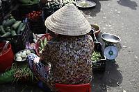 Promenade photo au marche, Nha Trang, Vietnam<br />  par Roussel Fine Art Photo