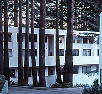 Charles Moore/Wm. Turnbull: Kresge College, U.C.S.C. Living quarters on a hillside.