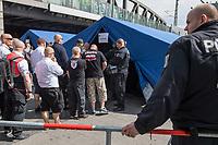 """Ueber 1.000 Rechtsextreme aus mehreren Bundeslaendern demonstrieren am Samstag den 19. August 2017 in Berlin zum Gedenken an den Hitler-Stellvertreter Rudolf Hess.<br /> Rudolf Hess hatte am 17. August 1987 im Alliierten Kriegsverbrechergefaengnis in Berlin Spandau Selbstmord begangen. Seitdem marschieren Rechtsextremisten am Wochenende nach dem Todestag mit sog. """"Hess-Maerschen"""".<br /> Weit ueber 1.000 Menschen protestierten gegen den Aufmarsch der Rechtsextremisten und stoppten den Hess-Marsch nach 300 Metern u.a. mit Sitzblockaden. Der rechtsextreme Aufmarsch wurde daraufhin von der Polizei umgeleitet.<br /> Aus dem Aufmarsch wurden mehrfach Gegendemonstranten angegriffen, mindestens ein Neonazi wurde festgenommen.<br /> Im Bild: Die Rechtsextremisten mussten durch Vorkontrollen zum Aufmarsch.<br /> 19.8.2017, Berlin<br /> Copyright: Christian-Ditsch.de<br /> [Inhaltsveraendernde Manipulation des Fotos nur nach ausdruecklicher Genehmigung des Fotografen. Vereinbarungen ueber Abtretung von Persoenlichkeitsrechten/Model Release der abgebildeten Person/Personen liegen nicht vor. NO MODEL RELEASE! Nur fuer Redaktionelle Zwecke. Don't publish without copyright Christian-Ditsch.de, Veroeffentlichung nur mit Fotografennennung, sowie gegen Honorar, MwSt. und Beleg. Konto: I N G - D i B a, IBAN DE58500105175400192269, BIC INGDDEFFXXX, Kontakt: post@christian-ditsch.de<br /> Bei der Bearbeitung der Dateiinformationen darf die Urheberkennzeichnung in den EXIF- und  IPTC-Daten nicht entfernt werden, diese sind in digitalen Medien nach §95c UrhG rechtlich geschuetzt. Der Urhebervermerk wird gemaess §13 UrhG verlangt.]"""