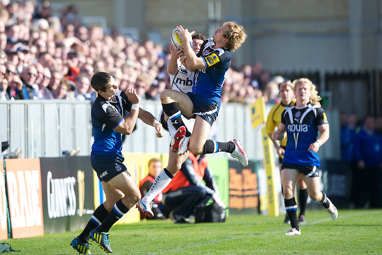 Nick Abendanon of Bath Rugby (right) goes up for the high ball against Tom Brady of Sale Sharks as Olly Barkley of Bath Rugby stands off during the Aviva Premiership match between Bath Rugby and Sale Sharks at the Recreation Ground on Saturday 29th September 2012 (Photo by Rob Munro)
