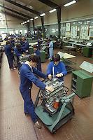 - Trescore Balneario (Brescia)  CFP,  Centro di Formazione Professionale, corso per meccanici motoristi....- Trescore Balneario (Brescia) CFP, Center for Professional Training, course for motor mechanics..