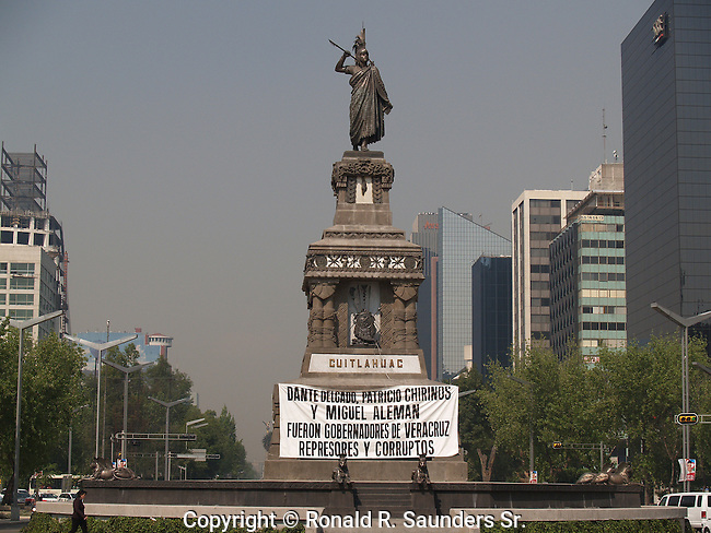 BANNER at the BASE of the CUITAHUAC STATUE PROVIDES a PLATFORM to PROTEST POLITICAL CORRUPTION (2)