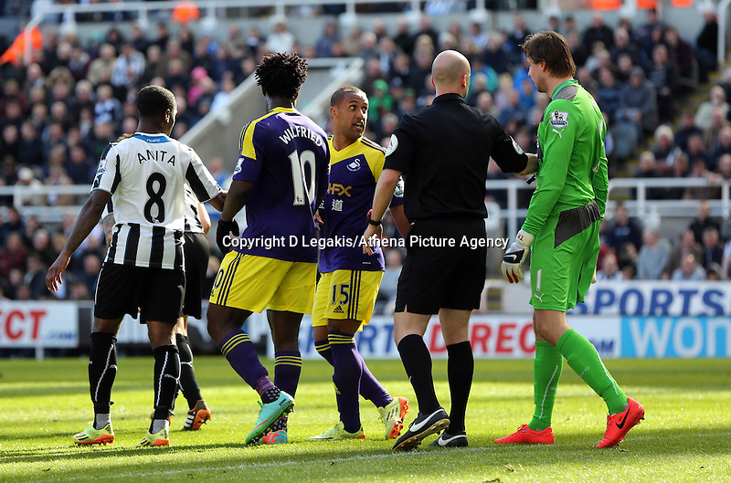Pictured: Wayne Routledge of Swansea (C) squares up against goalkeeper Tim Krul of Newcastle (R). Saturday 19 April 2014<br /> Re: Barclay's Premier League, Newcastle United v Swansea City FC at St James Park, Newcastle, UK.