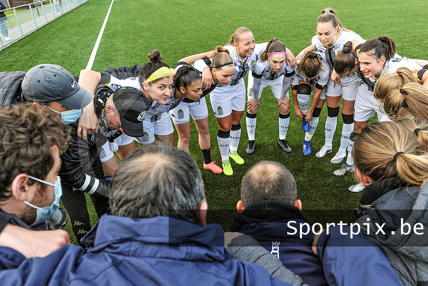 team Charleroi pictured before a female soccer game between Sporting Charleroi and Eendracht Aalst on the 8th matchday in play off 2 of the 2020 - 2021 season of Belgian Scooore Womens Super League , tuesday 18 th of May 2021 in Marcinelle , Belgium . PHOTO SPORTPIX.BE | SPP | STIJN AUDOOREN
