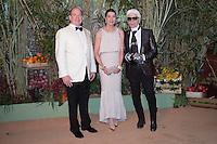 S.A.S. le Prince Albert II et S.A.R. la Princesse Caroline de Hanovre et Monsieur Karl Lagerfeld<br /> Bal de la Rose 2016 imagine par Karl Lagerfeld,Soiree Cuba donnee au profit de la Fondation Princesse Grace