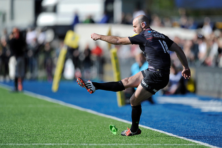 Charlie Hodgson of Saracens takes a conversion attempt  during the Aviva Premiership Rugby match between Saracens and Leicester Tigers at Allianz Park on Saturday 11th April 2015 (Photo by Rob Munro)