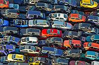 Auto Schrottplatz: EUROPA, DEUTSCHLAND, NIEDERSACHSEN, LINTIG  (EUROPE, GERMANY),  Auto-Schrottplatz bereits mehrere Etagen hoch gestapelt