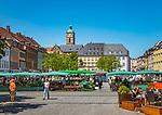 Germany, Bavaria, Lower Franconia, Schweinfurt: farmer's market on market square | Deutschland, Bayern, Unterfranken, Schweinfurt: Wochenmarkt auf dem Marktplatz mit Kirche St. Johannis (auch Johanniskirche) genannt