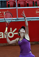 BOGOTA - COLOMBIA - 12-04-2016: Edina Svitolina de Ucrania,  sirve a Alexandra Panova de Rusia,durante partido por el Claro Colsanitas WTA, que se realiza en el Club El Rancho de Bogota. / Edina Svitolina from Ukraine, serves to Alexandra Panova from Russia, during a match for the WTA Claro Colsanitas, which takes place at Club El Rancho de Bogota. Photo: VizzorImage / Luis Ramirez / Staff